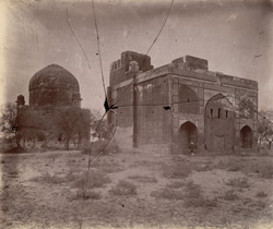 Unidentified Islamic domed tomb and another ruined building, Ajmer